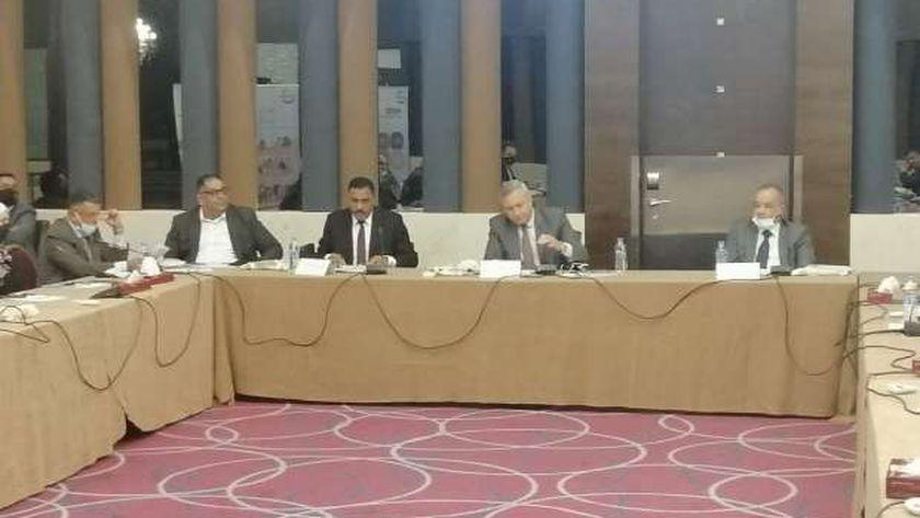 محافظ مطروح خلال حضور اجتماع لجنة تنمية المراعى والثروة الحيوانية بالأردن