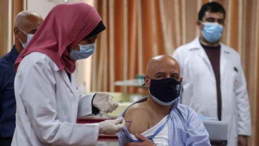 التطعيم ضد فيروس كورونا في قطاع غزة