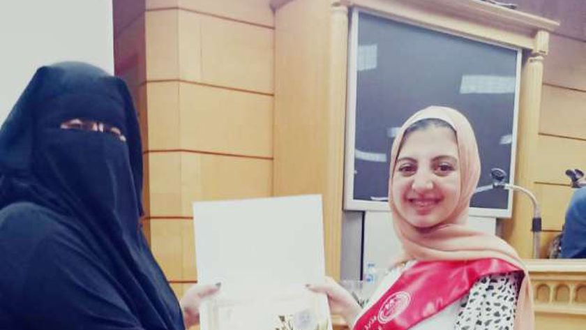 الطالبة التى حصلت على المركز الرابع بمسابقة الطالبة المثالية علي مستوي الجمهورية