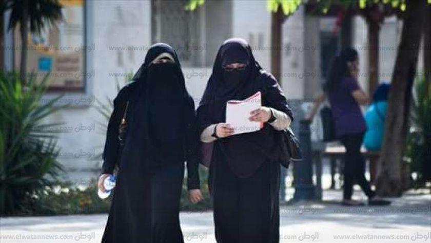 قرار منع النقاب يثير جدلاً داخل جامعة القاهرة