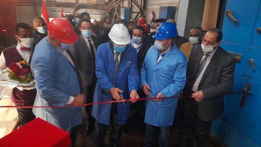 وزير التموين ومحافظ أسوان يتفقدا مشروعات تطوير مصنع سكر ومطحن إدفو
