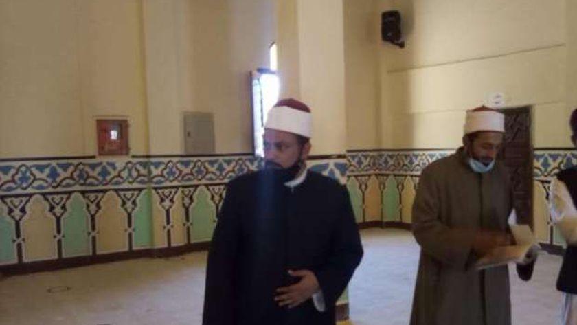 وكيل أوقاف مطروح خلال تفقدة مسجد جمرك السلوم على الحدود المصرية الليبية