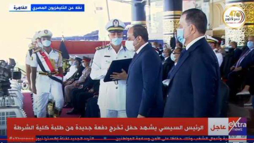 الرئيس السيسي يكرم أوائل خريجي الشرطة