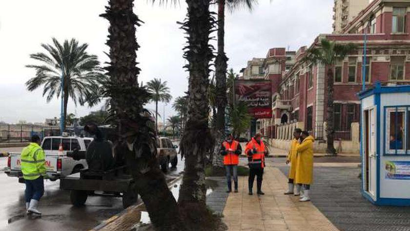 الصرف الصحي في شوارع الإسكندرية لسحب المياه المتراكمة