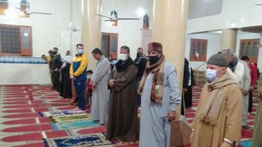 التزام المصلون في كفر الشيخ وغرف العمليات لم ترصد مخالفات بالمساجد بصلاة التراويح