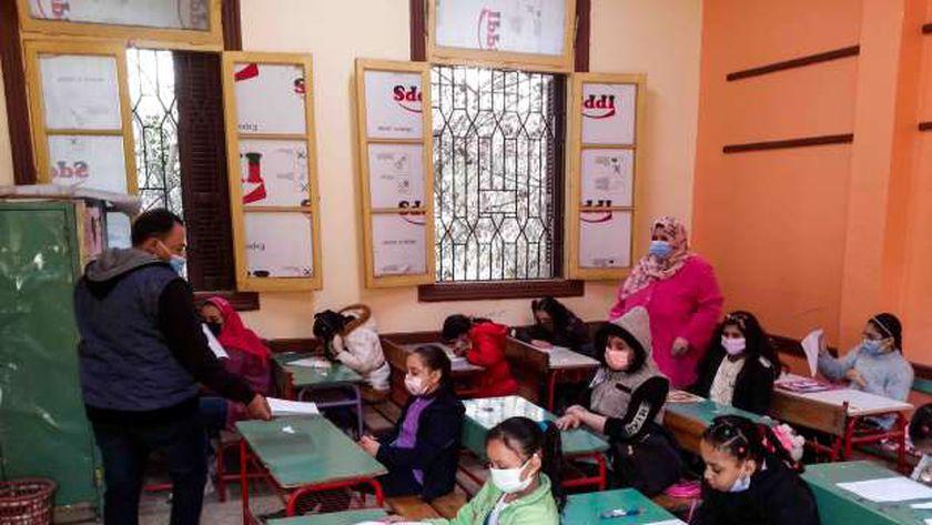 صورة أرشيفية لمجموعة من الطلاب داخل إحدى المدارس