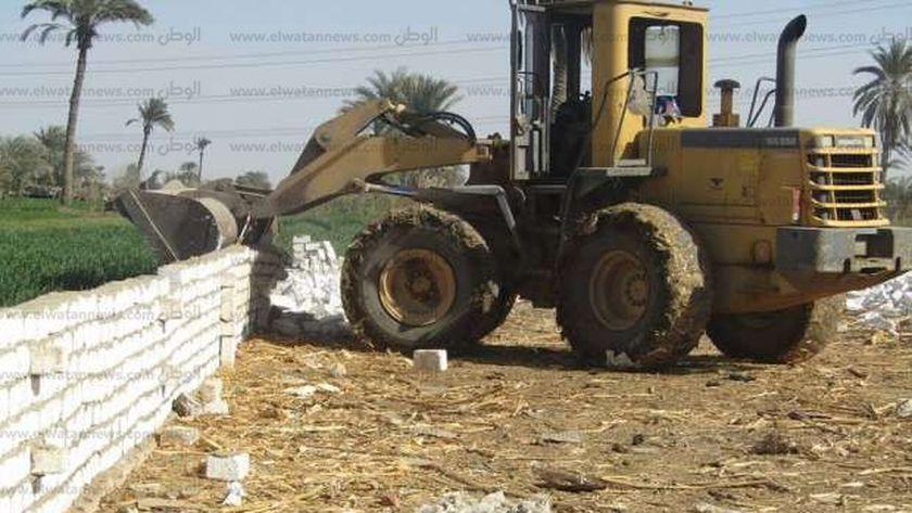 إزالة التعديات على الاراضي الزراعية
