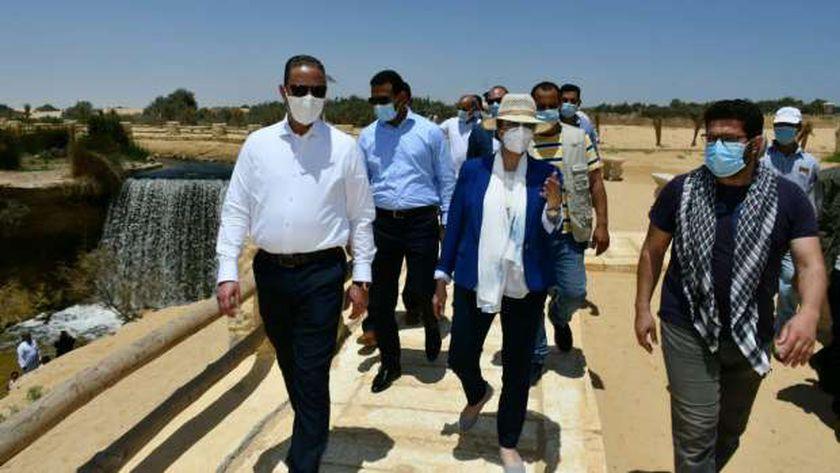 وزيرة البيئة ومحافظ الفيوم يتفقدان أعمال تطوير شلالات وادي الريان