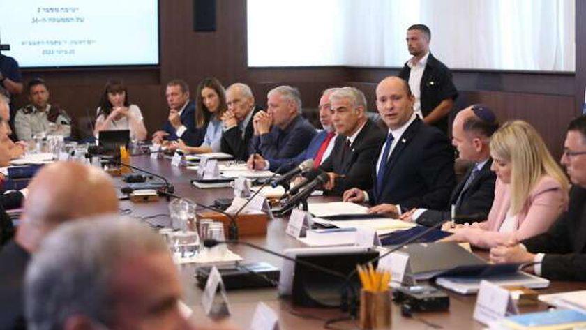 رئيس الوزراء نفتالي بينيت يترأس جلسة وزارية في مكتبه بالقدس المحتلة