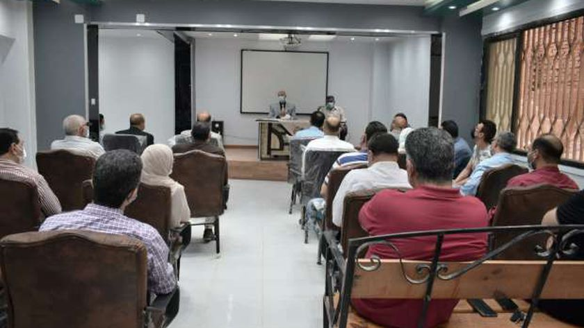 وكيل صحة الشرقية يجتمع بمديري المستشفيات العامة لمناقشة خطة العمل
