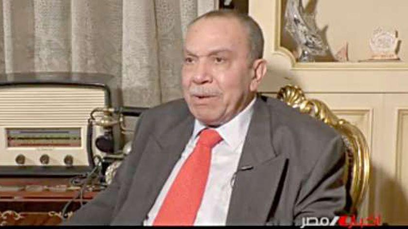 الإذاعي محمد عبد العزيز