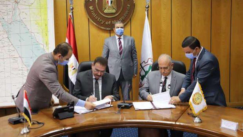 جانب من توقيع البروتوكول بين نقابة المهندسين ووزارة القوى العاملة