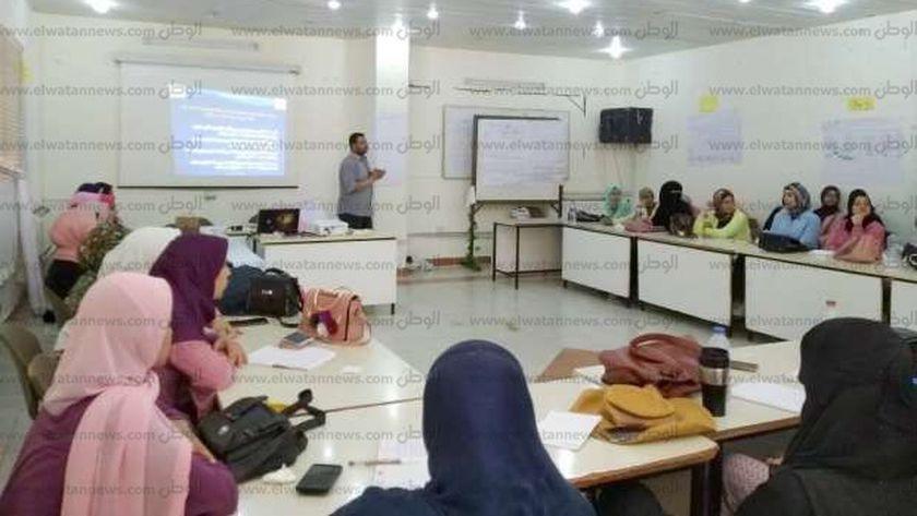 فعاليات دورة الشباب بمركز النيل للاعلام حول كيف تطبيق المبيدات