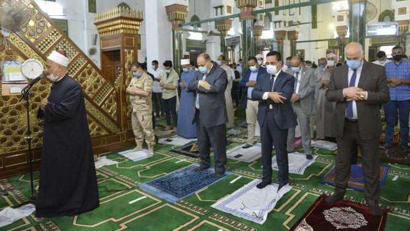 محافظ أسيوط يؤدي صلاة عيد الفطر المبارك بمسجد ناصر وسط إجراءات وقائية