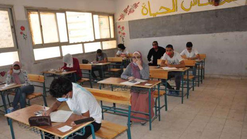 صورة أرشيفية لطلاب داخل إحدى لجان الامتحانات