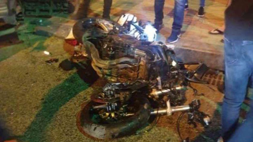 مصرع شاب وإصابة آخر في حادث تصادم دراجة بخارية بسيارة نقل بالفيوم
