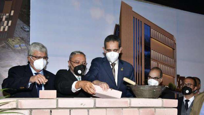 محافظ الغربية ورئيس جامعة طنطاخلال وضع حجر الأساس