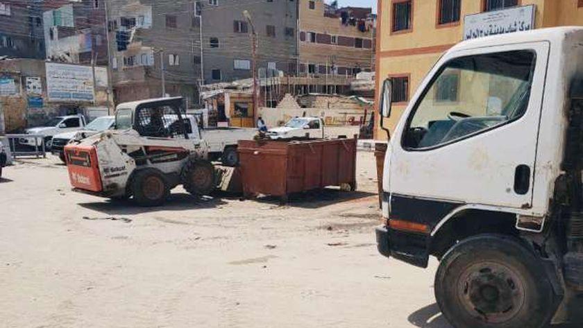 جانب من رفع مخلفات القمامة في كفر الشيخ