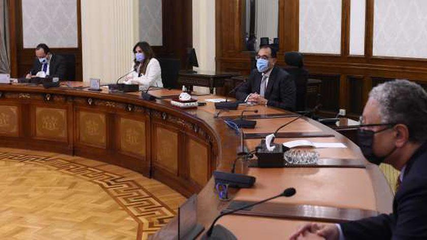 ضوابط حكومية مشددة لتقنين ترقيات الموظفين المعارين للخارج