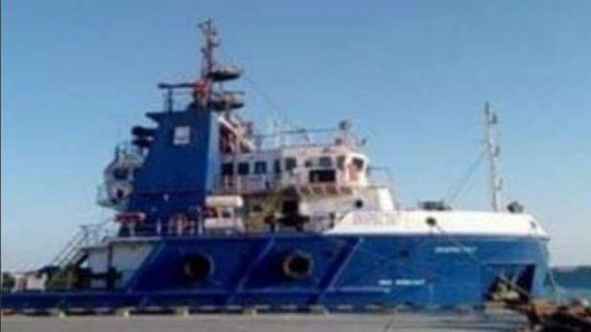 غرق سفينة خدمات بترولية برأس غارب