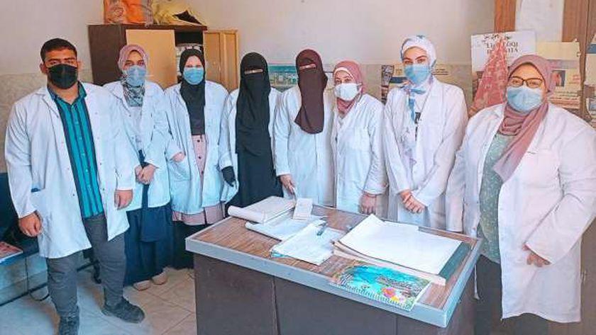 طلاب كلية الطب البيطرى بجامعة مطروح خلال التدريب العملى