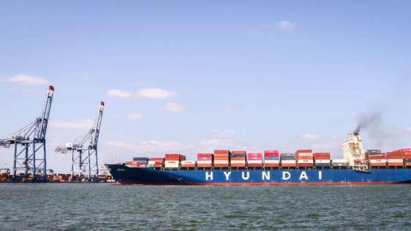 سفينة الحاويات HMM NEWYORK الكورية