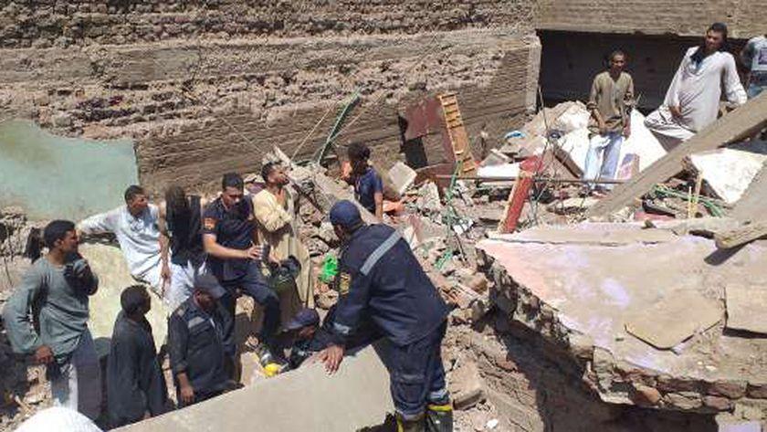 صور.. ارتفاع عدد ضحايا حادث انهيار منزل في سوهاج بينهم 4 أطفال