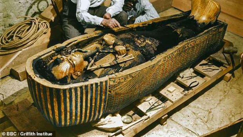 لحظة اكتشاف مقبرة توت عنخ أمون عام ١٩٢٢