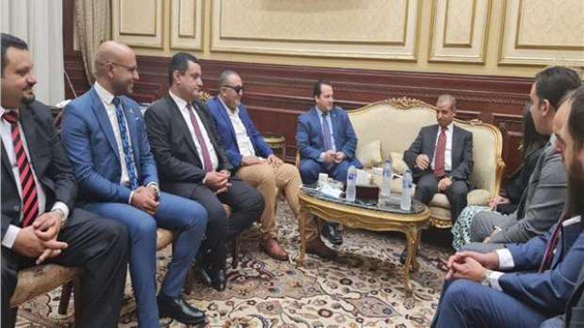 أعضاء تنسيقية شباب الأحزاب مع أمين مجلس الشيوخ