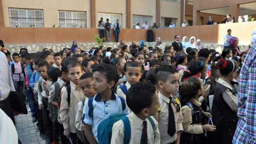 """طلاب أثناء طابور الصباح في إحدى المدارس """"صورة أرشيفية"""""""