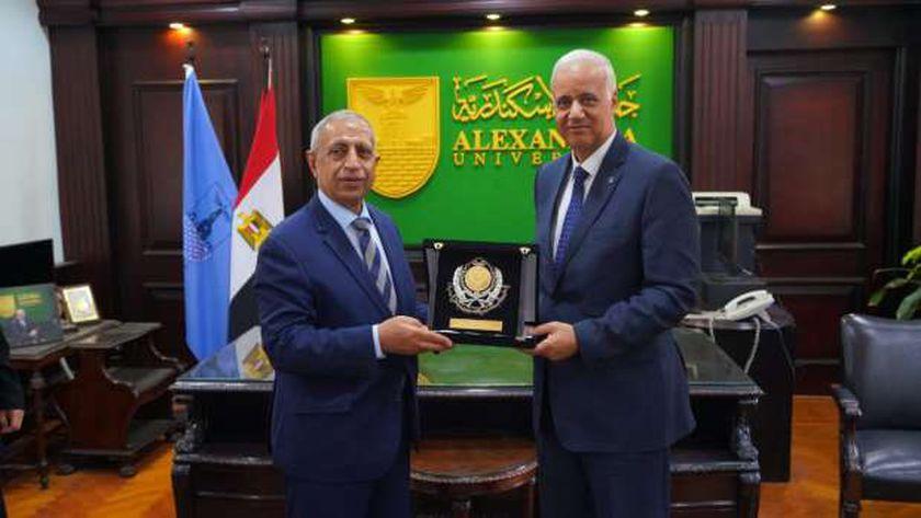 تكريم ومنح علمية.. تفاصيل زيارة رئيس الأكاديمية العربية لجامعة الإسكندرية