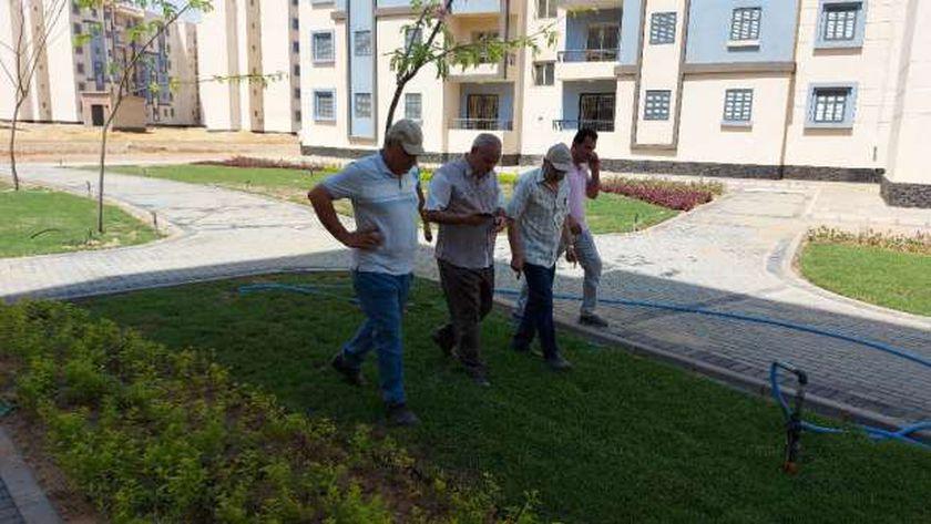 مسؤولو الإسكان يتفقدون تنسيق موقع عمارات «سكن لكل المصريين»