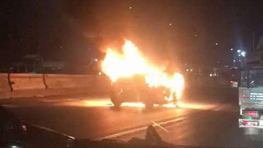 السيارة المشتعلة على الطريق الدائري