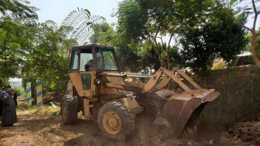 استمرار حملة إزالات التعديات على نهر النيل