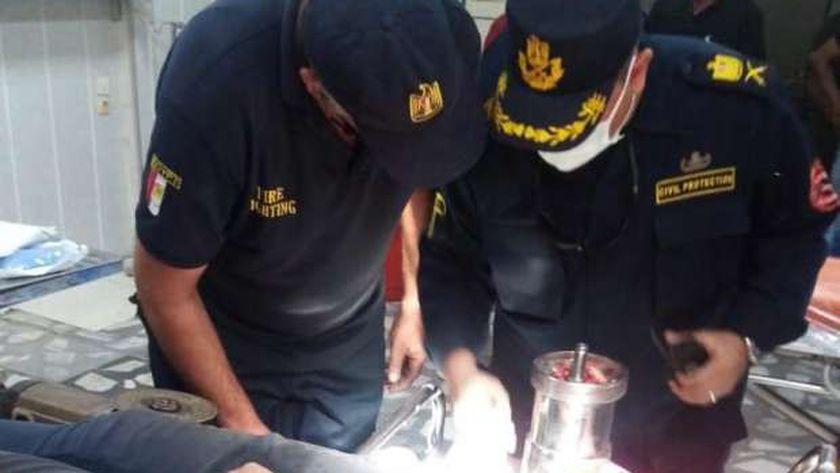 قوات الحماية المدنية تنقذ يد شاب من مفرمة لحوم