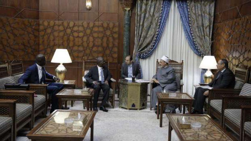 شيخ الأزهر مع سفير سيراليون بالقاهرة