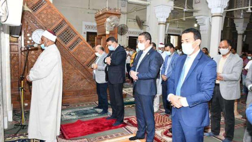 عشرات الآلاف من المُصلين يؤدون صلاة العيد في 2000 مسجد بالفيوم