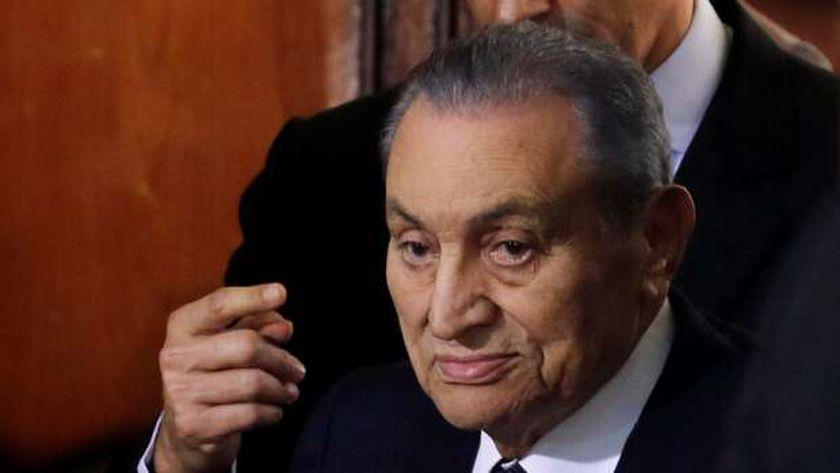 النيابة تصرح بدفن الشاب المنتحر بالتزامن مع جنازة مبارك - حوادث -