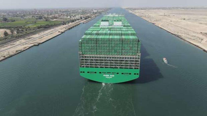عبور أكبر سفينة حاويات في العالم من قناة السويس