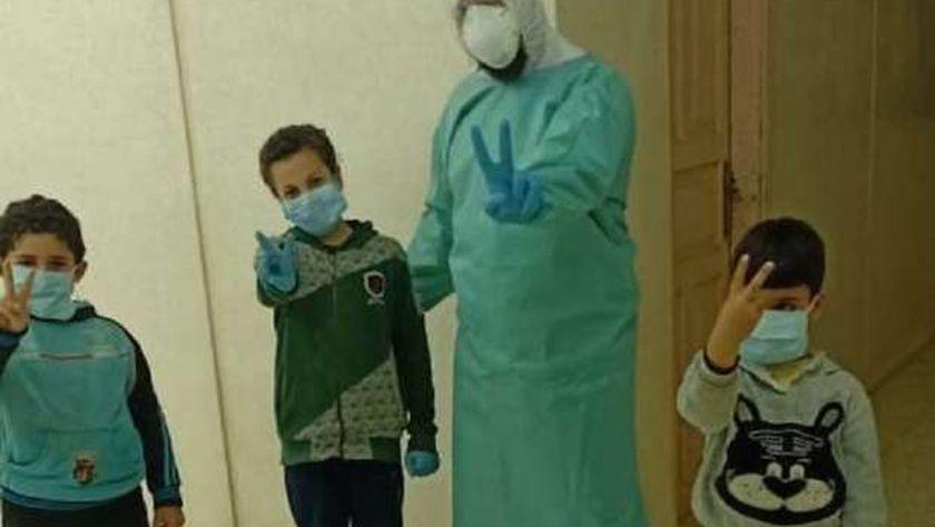 أطفال مصابين بكورونا
