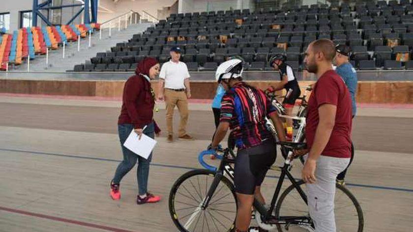 استعدادات بطولة العالم للدراجات باستاد القاهرة
