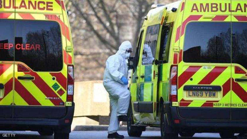 نقل مصابين بكورونا فى بريطانيا للمستشفيات