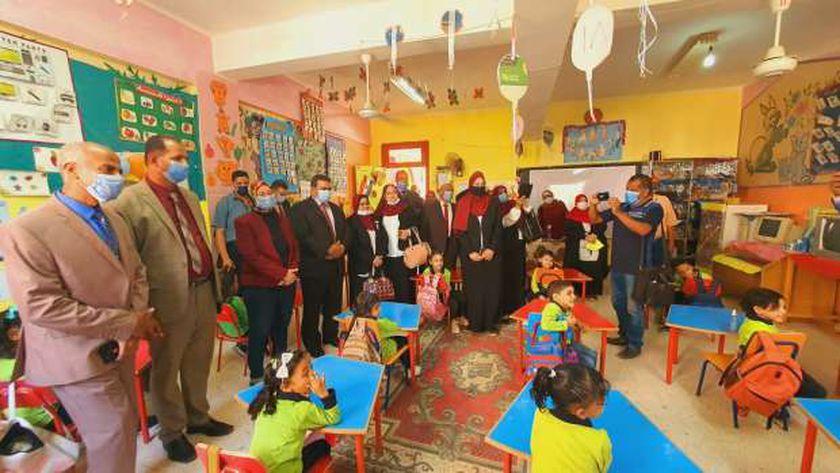 """""""التعليم"""" تفتتح مركزا للموهوبين بمديرية الوادي الجديدة بمدرسة الزهور"""