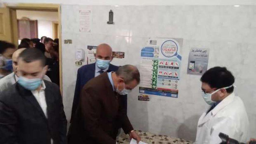 محافظ كفر الشيخ يتفقد المركز الطبي