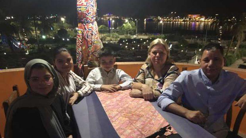 فاطيما الهولندية وسط زوجها وأبنائها