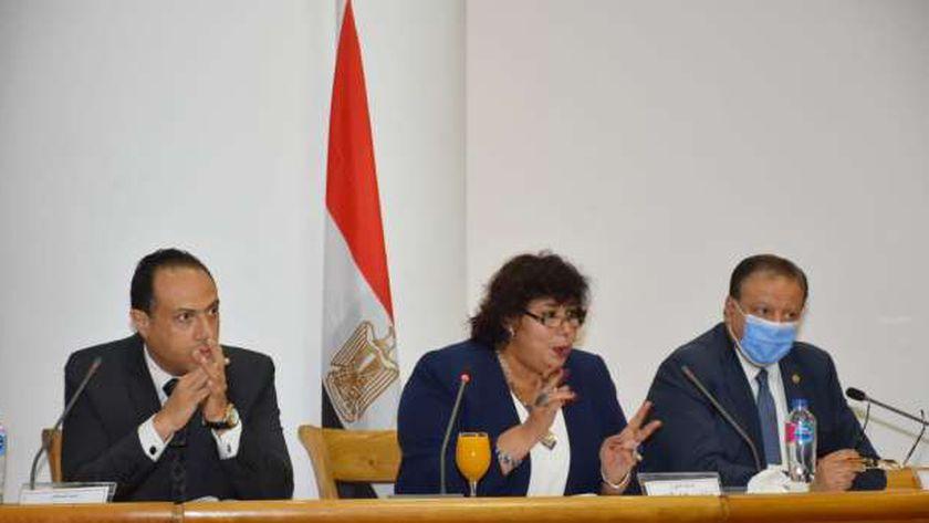 الدكتورة إيناس عبد الدايم وزيرة الثقافة خلال استكما مجلس إدراة الشركة