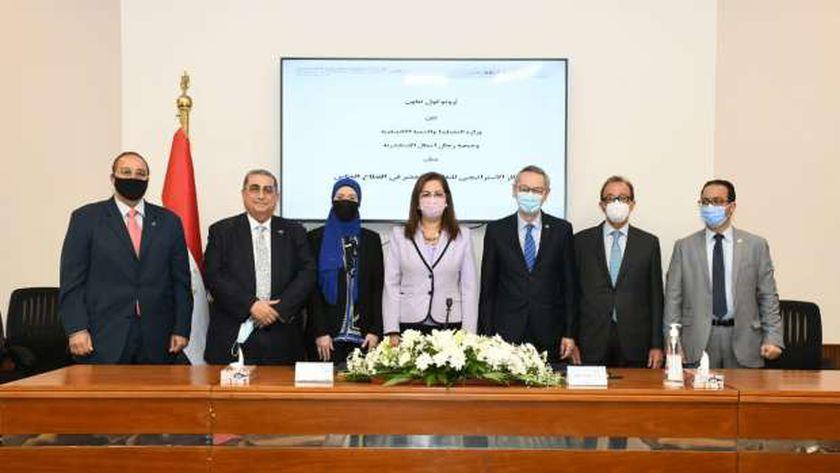 السعيد تشهد توقيع بروتوكول تعاون بين التخطيط و«رجال أعمال الإسكندرية»