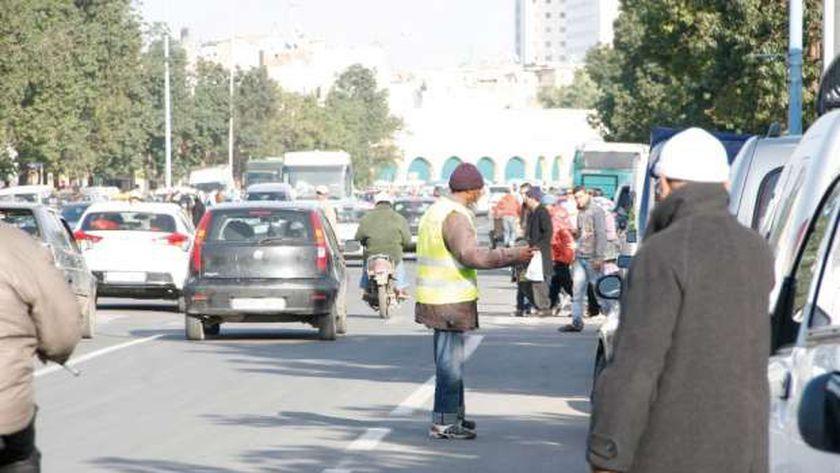 تنظيم انتظار السيارات بالشوارع - أرشيفية