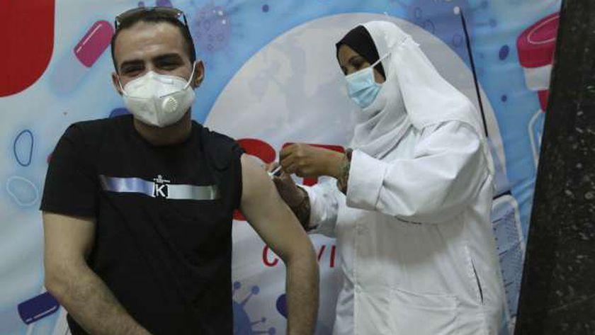 الحكومة تواصل تطعيم المواطنين ضد «كورونا»