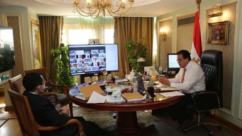الدكتور خالد عبدالغفار ..وزير التعليم العالي خلال ترؤسه إحدي اجتماعات المجلس الأعلى للجامعات الخاصة